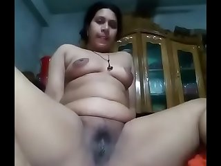 Horny bangla bhabhi nude selfie show for her lover