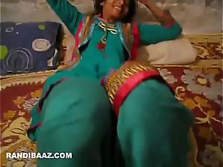 Desi naukrani getting boss cock
