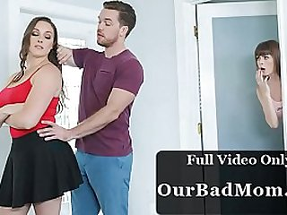 Boyfriend Fucks His GF and Mommy